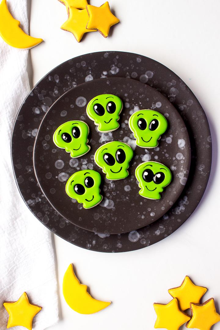 How to Make Strange Little Mini Alien Cookies | The Bearfoot Baker