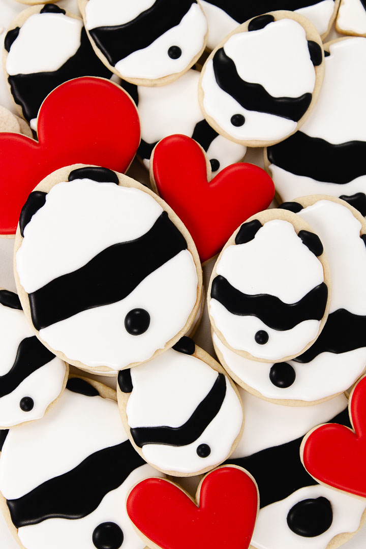 bear cookies, Valentine cookies, Valentine's Day cookies, cookie decorating, royal icing