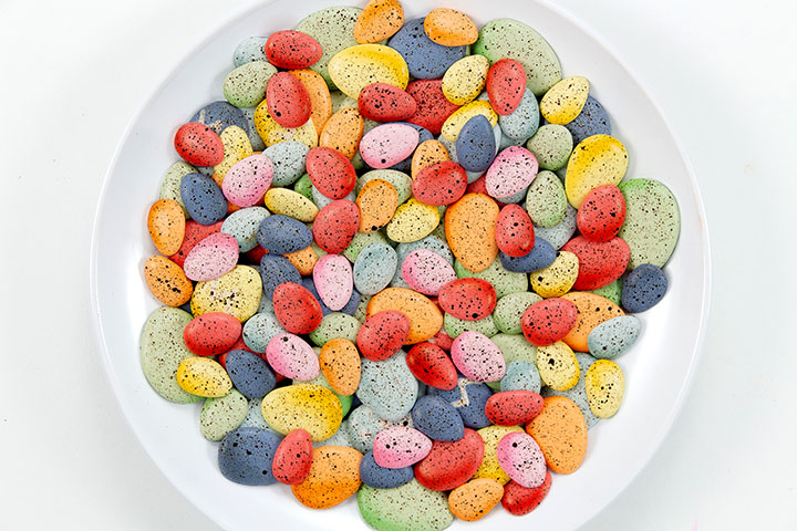 fun splattered Easter egg cookie decorations