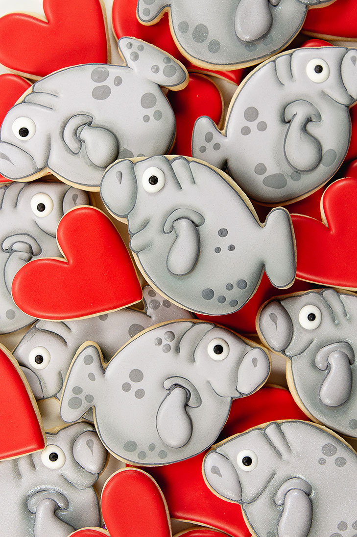 manatee cookies, airbrushed cookies, creative cookie cutter, Valentine's Day