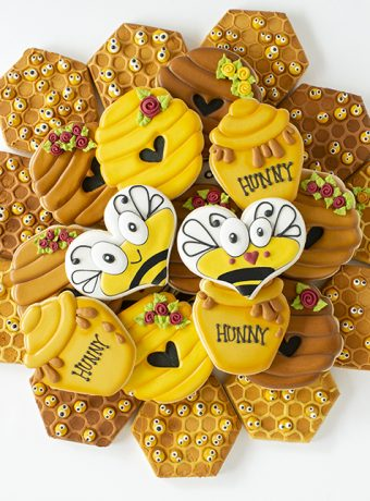 Bee cookies, hunny cookies, beehive cookies, hunny pot cookies, bee, The Bearfoot Baker, The Cookie Network, sugar cookies, royal icing